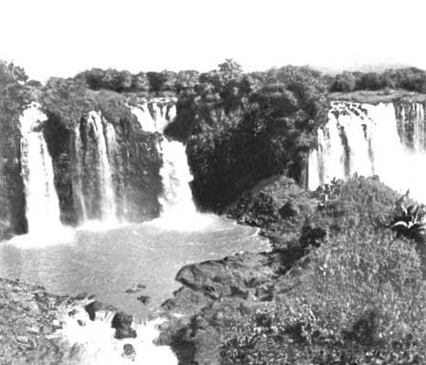 Водопады у истоков Голубого Нила близ озера Тана.